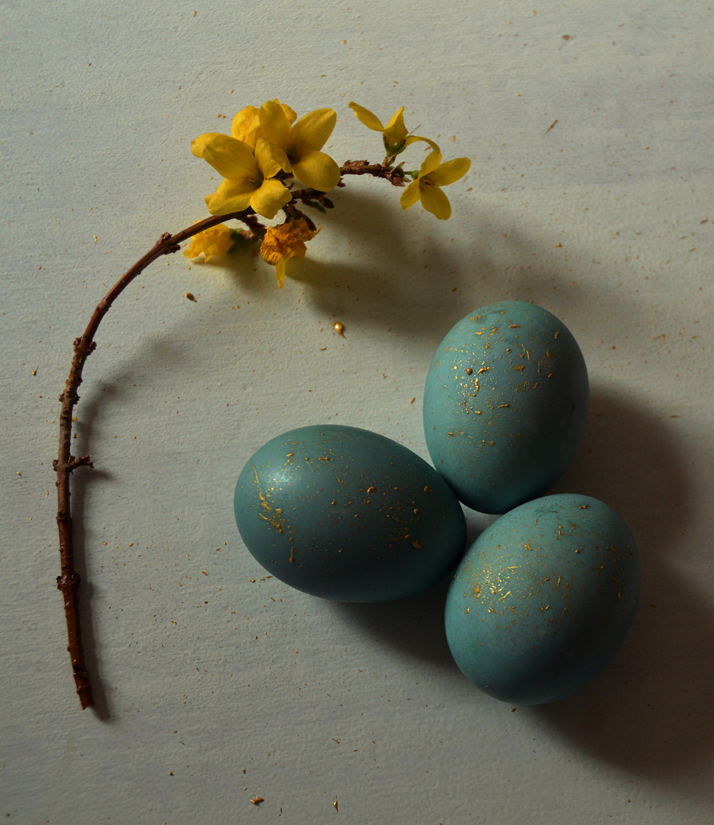 natural dyed easter eggs - blue - littlegreenshed