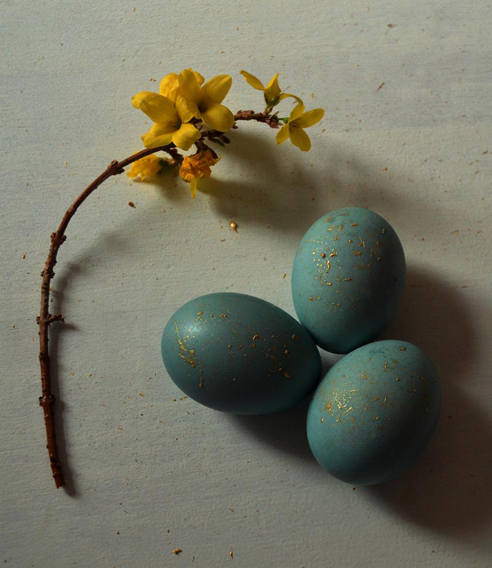 natural dyed easter eggs - blue - littlegreenshed