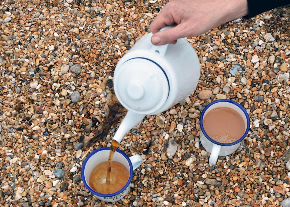 dorset-tea-pouring