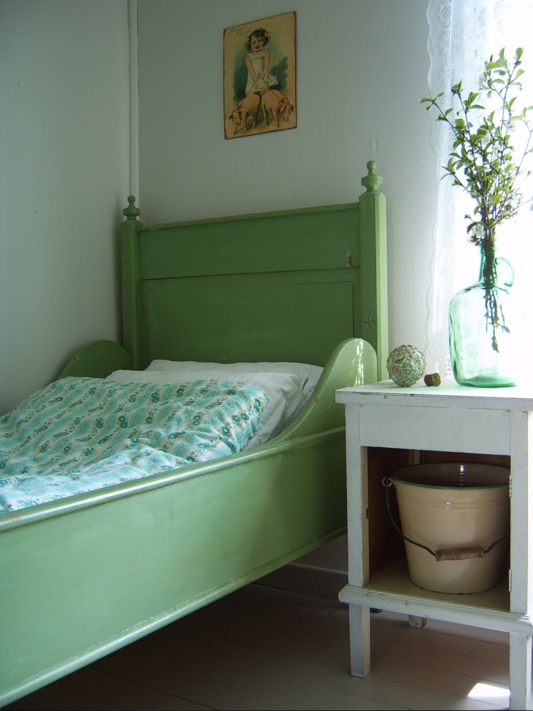 green bed painted