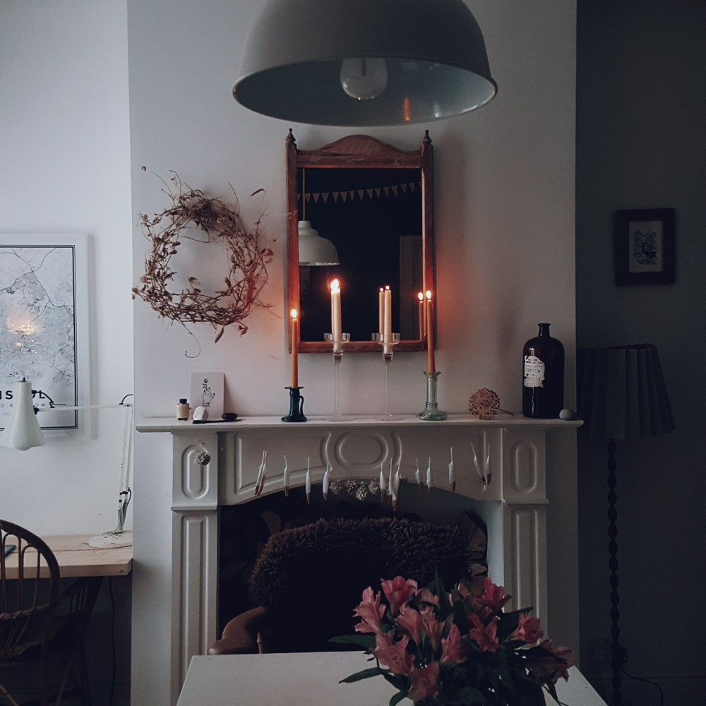 mantelpiece candlelight rustic modern