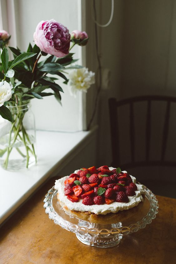 strawberry cake summer