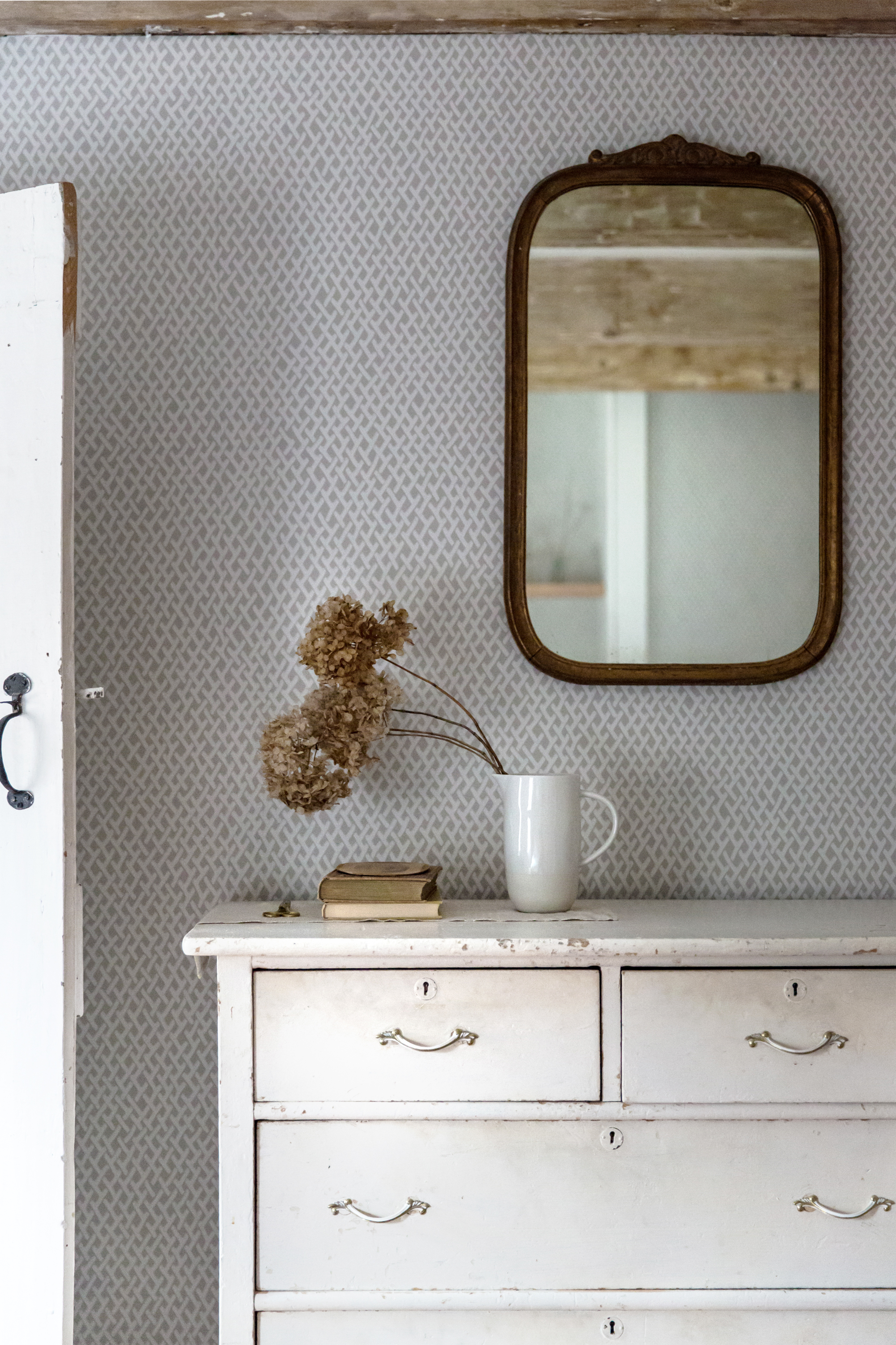 jersey-ice-cream-co-old-chatham-house-remodelista-guest-bdrm-mirror